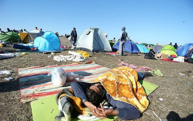 Menekültek Röszkénél