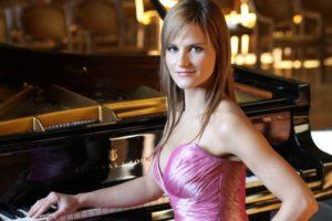 Almira Emiri (Albánia) zongorakoncertje @ Óbudai Társaskör |  |  |