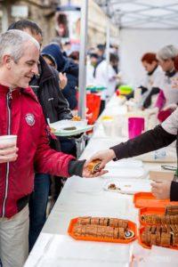Szociális ételosztás a CEDEK szervezésében @ Almássy tér, Budapest 1077, Magyarország |  |  |